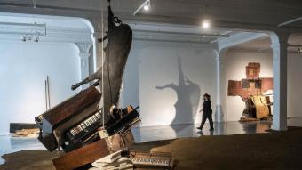 La instal·lació 'Les portes de Linares', de Jordi Benito, a la Sala Metrònom