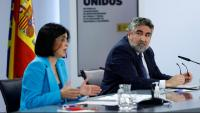 El ministres de Sanitat, Carolina Darias, i de Cultura i Esports, José Manuel Uribes, anunciant la mesura