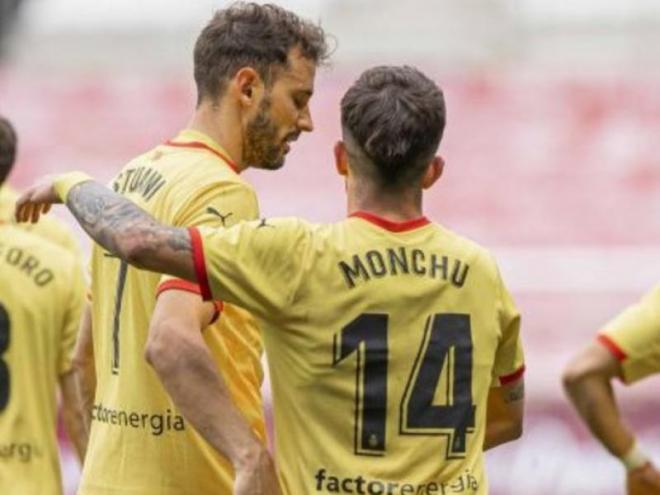 Stuani i Monchu després d'un dels dos gols de l'uruguaià