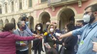 Laia Estrada, ahir a la tarda a l'exterior del Parlament de Catalunya després de conèixer l'ordre de detenció