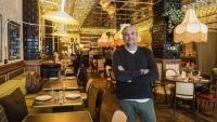 Ricard Torres, a l'interior del restaurant Harry's de Barcelona