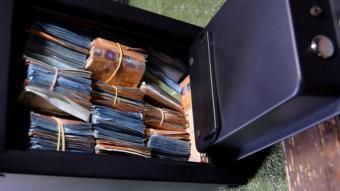 Diners localitzats en una caixa forta a casa dels sogres de l'informàtic de la trama