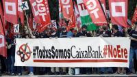 Els treballadors de l'entitat bancària es van concentrar a València contra l'ERO