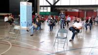Pla general dels ciutadans vacunats esperant a la zona de repòs habilitada al pavelló firal de Tortosa