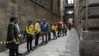 Els concentrats al lateral del Palau de la Generalitat, al carrer del Bisbe