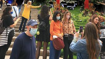 Les 'selfies' i les multituds van tornar ahir al centre de Girona en el segon cap de setmana de Temps de Flors.