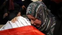 Una mare palestina plora la mort del seu fill mort per soldats israelians durant una protesta a la ciutat cisjordana d'Hebron