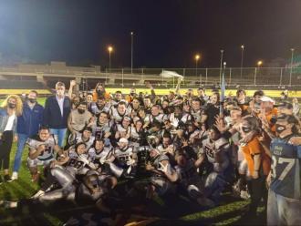 L'equip, celebrant el títol.