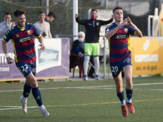 Duba celebra el gol que li va fer a La Nucía al municipal