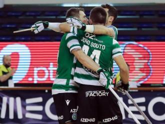 Els jugadors de l'Sporting celebren un gol en la semifinal