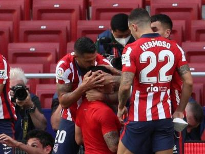 Els jugadors celebren el gol de Luis Suárez Els jugadors celebren el gol de Luis Suárez