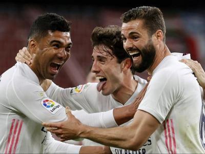Els jugadors blancs, contents  amb el triomf