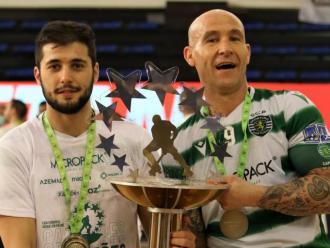 Font i Gil amb la copa de campions