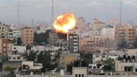 Fum i flames després d'un atac aeri israelià a Gaza