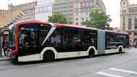 El primer bus elèctric de 18 metres que es recarrega a la nit començarà a circular per Barcelona al juliol