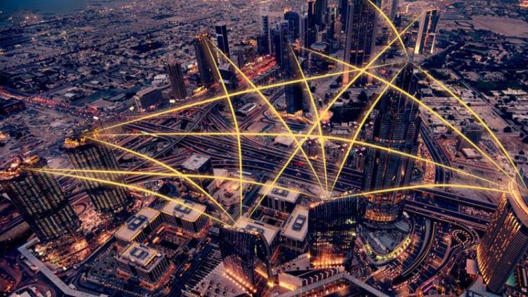 Imatge simulada de la interconnectivitat entre múltiples dispositius ubicats en diferents indrets.