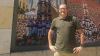 Sergi de los Ríos al davant de la seu social de la Colla Jove Xiquets de Tarragona