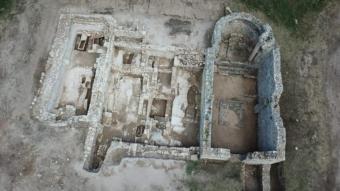 La zona de les excavacions de Santa Margarida d'Empúries, a vista d'ocell