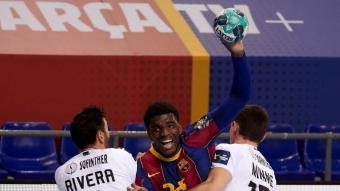 Dika Mem , entre Valero i Minne en el partit jugat al Palau contra el Nantes