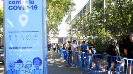 Cues de persones per vacunar-se, aquesta setmana, a Fira Barcelona