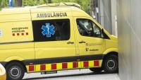 Una ambulància entrant a urgències d'un hospital