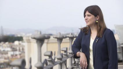 Gemma Geis, fotografiada al terrat de la conselleria, amb el barri del Born de fons Geis, al departament de Recerca i Universitats