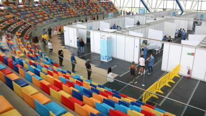 La pista d'atletisme de Sabadell reconvertida en punt de vacunació