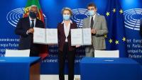 Costa, Von der Leyen i Sassoli després de la signatura
