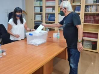 Un moment de la votació a la seu de la FEEC.