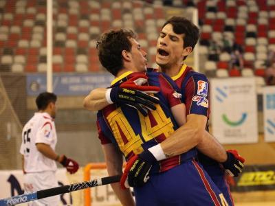 Llorca i Álvarez celebren un dels gols del Barça en la semifinal