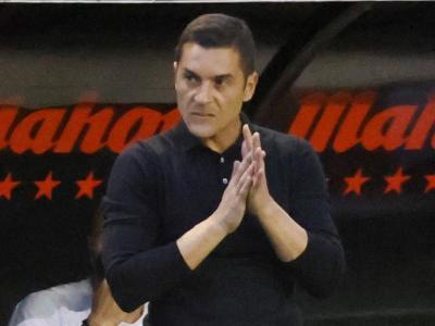 Francisco, aplaudeix als seus jugadors ahir a Vallecas