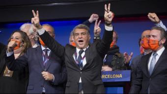 Recull d'imatges d'aquests primers 100 dies de Laporta. A dalt, el dia en què va vèncer en les eleccions i emocionant-se recordant el seu pare en la pressa de possessió i, a sota, celebrant  la Champions del femení, en la presentació del Kun Agüero i celebrant la copa aconseguida pel primer equip a Sevilla