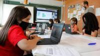 Alumnes de quart a sisè de l'escola de l'Estany en una classe de STEAM