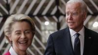 La presidenta de la Comissió Europea, Ursula Von der Leyen, i el president dels Estats Units, Joe Biden