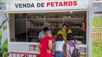 Caseta de venda de petards per Sant Joan, a Girona