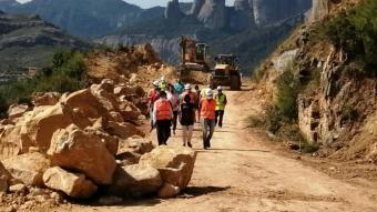 Pla general de la visita d'obres dels alcaldes i representants polítics locals amb el secretari d'Infraestructures, Isidre Gavín, al nou vial alternatiu que es recupera a la T-333, a Horta de Sant Joan