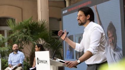 Olivier Peter, l'advocat internacional de Cuixart, intervenint en l'acte d'ahir d'Òmnium a la presó Model