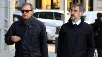 Imatge d'arxiu de Jordi Pujol Ferrusola –esquerra– acompanyat pel seu advocat dirigint-se a l'Audiència Nacional