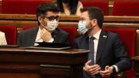 El vicepresident Puigneró i el president Aragonès, ahir en el ple