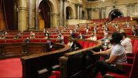 Una sessió mixta al Parlament –telemàtica i presencial–