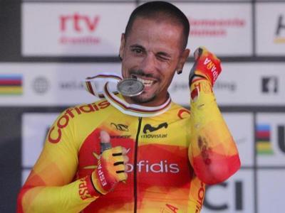Sergio Garote , amb una de les tres medalles de plata