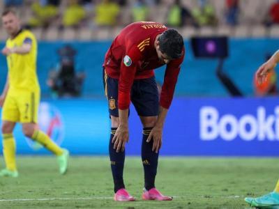 Morata es lamenta després de fallar una oportunitat. Va marxar xiulat