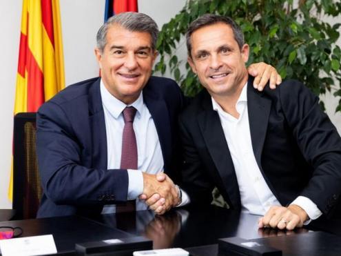 Laporta i Sergi Barjuan després de signar el contracte