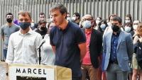 L'Adrià, al micròfon, i Marcel Vivet, escoltant-lo, ahir en l'acte en què es va saber que se'ls acusa de la mateixa agressió