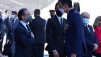 Salutació del president Pedro Sánchez i el conseller d'Economia, Jaume Giró, a l'arribada al Cercle d'Economia