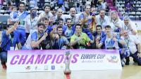 L'equip del Lleida Llista amb la copa de campions