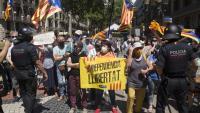 Manifestants independentistes protestant ahir al migdia contra l'acte de Sánchez