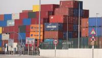 Contenidors apilats al Port de Barcelona