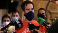 Imatge d'arxiu de Jaime Palomera, portaveu del Sindicat de Llogateres, atenent la premsa al Parlament