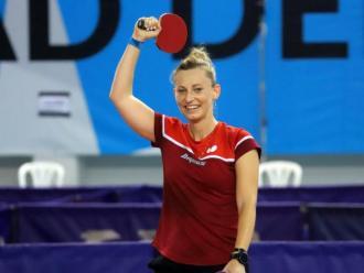 Gàlia Dvorak celebra el seu títol de campiona d'Espanya